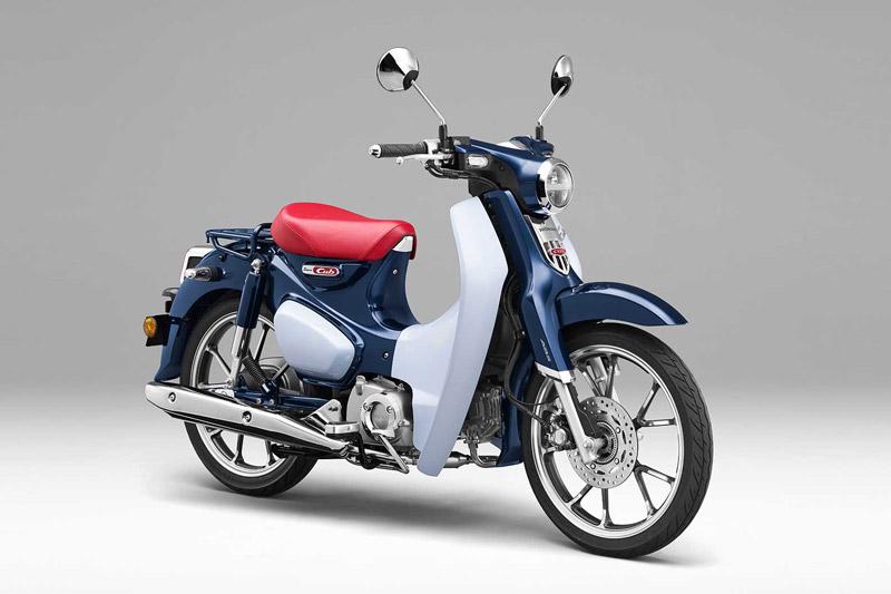 Honda Super Cub C125 sở hữu thiết kế khá sang trọng và bóng bẩy.