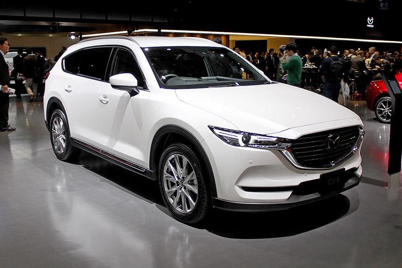 Mazda CX-8 sở hữu kích thước 4.900x1.840x1.730 mm, chiều dài cơ sở 2.930 mm. Trọng lượng xe dao động từ 1.780-1.820 kg tuỳ từng phiên bản.