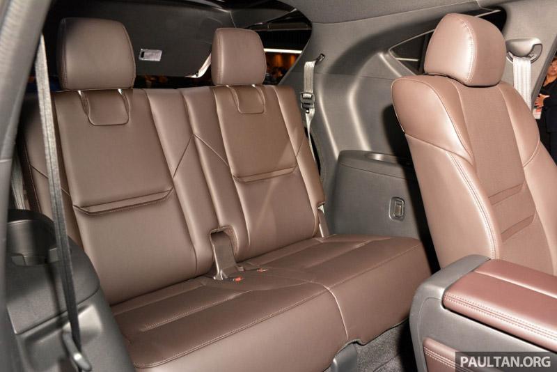 Ghế ngồi của Mazda CX-8 có tuỳ chọn chất liệu da hoặc nỉ.