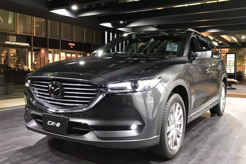 Mazda CX-8 có tuỳ chọn hệ dẫn động cầu trước hoặc 4 bánh toàn thời gian (AWD).