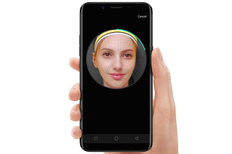 Oppo F5 được trang bị tính năng nhận diện khuôn mặt.