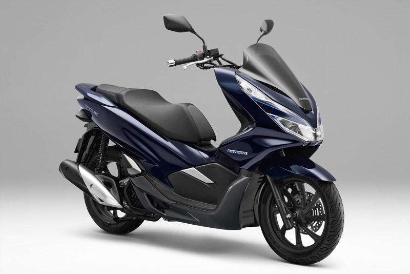 Honda PCX Hybrid - xe tay ga đầu tiên kết hợp động cơ xăng-điện. Mẫu xe ga đầu tiên dùng công nghệ hybrid gồm động cơ xăng 125 phân khối kết hợp với động cơ điện, dự kiến bán ra từ cuối 2018. (CHI TIẾT)