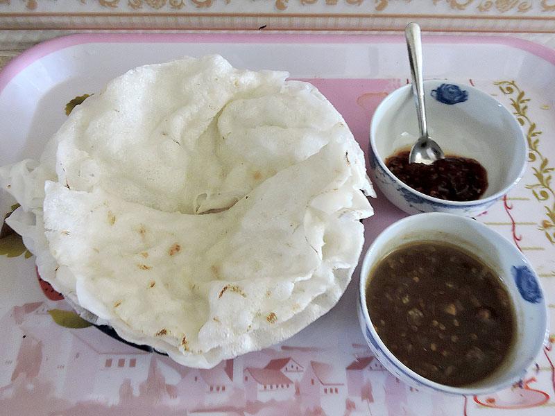 """Bánh đập Quảng Nam - thứ đặc sản """"hút hồn"""" thực khách Việt. Từ lâu, Quảng Nam nổi danh gần xa với nền văn hóa ẩm thực phong phú, đa dạng. Nhắc tới tinh hoa văn hóa ẩm thực xứ Quảng không thể không kể tới món bánh đập (bánh chập). (CHI TIẾT)"""
