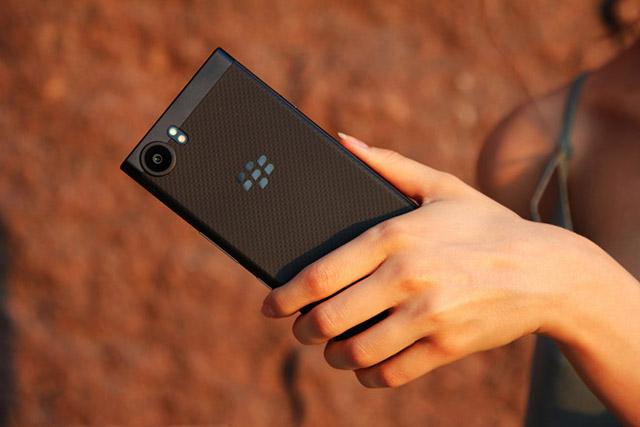 KeyOne Black Edition sẽ lên kệ vào đầu tháng 11. Ảnh: BlackBerries.