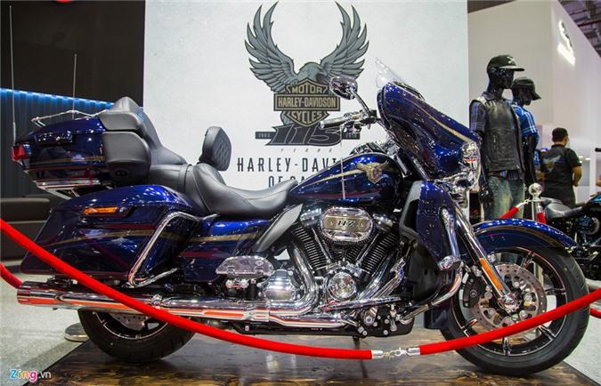 Harley-Davidson giá 2,3 tỷ đồng ở Việt Nam. Chiếc Harley-Davidson CVO Limited được sản xuất số lượng hạn chế nhằm kỷ niệm 115 năm thành lập hãng, được bán tại Việt Nam giá hơn 2,3 tỷ đồng. (CHI TIẾT)
