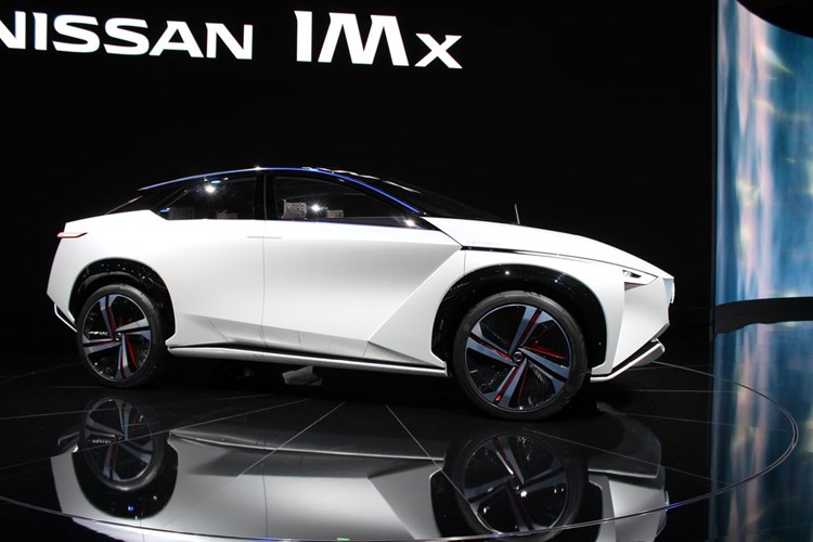 """Xe tự lái Nissan IMx Concept """"đấu"""" Tesla Model X. Nissan IMx Concept được định hình trở thành đối thủ của Tesla Model X. Dự kiến, mẫu xe này sẽ được đi vào sản xuất vào năm 2019. (CHI TIẾT)"""