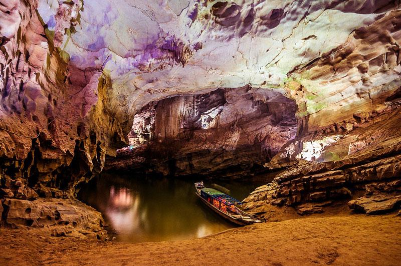 Theo nghiên cứu khoa học, quá trình phong hóa tạo thành hang động ở Phong Nha là quá trình tự nhiên đã diễn ra từ cách đây 250 triệu năm. Ảnh: ST.