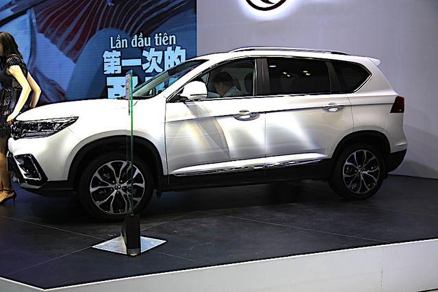 Loạt xe Trung Quốc giá rẻ tại VIMS 2017. Thương hiệu ô tô Dong Feng (Đông Phong) tự tin trưng bày các mẫu ô tô lạ lẫm của mình giữa những nhãn xe nổi tiếng hơn. (CHI TIẾT)