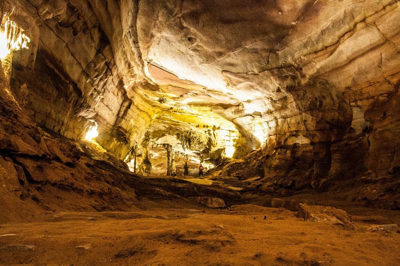 Hàng năm, địa danh này thu hút hàng triệu lượt khách tới tham quan. Ảnh: Phongcachsong.