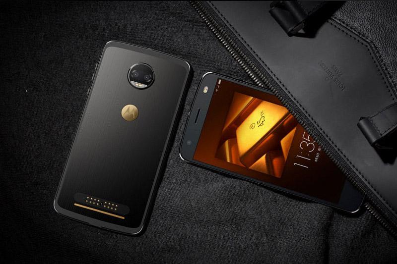 Sức mạnh phần cứng của Motorola Moto Z 2018 Kingsman VIP Special Edition đến từ chip Qualcomm Snapdragon 835 lõi 8 với xung nhịp tối đa 2,35 GHz, GPU Adreno 540. RAM 6 GB, bộ nhớ trong 128 GB, có khay cắm thẻ microSD với dung lượng tối đa 2 TB. Hệ điều hành Android 7.1.1 Nougat.
