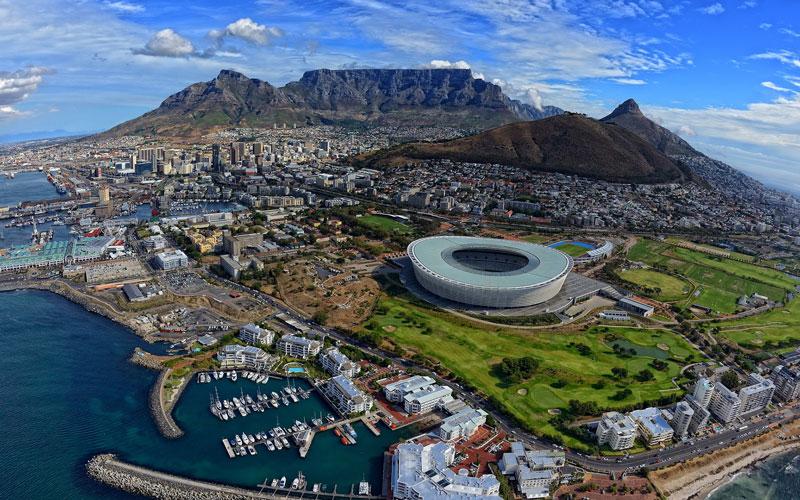 10. Nam Phi. Nằm ở mũi phía Nam lục địa châu Phi. Nam Phi là đất nước có nền kinh tế lớn nhất và phát triển nhất lục địa, với cơ sở hạ tầng hiện đại và rộng khắp đất nước. Nơi đây là điểm đến lý thú đối với những du khách yêu thiên nhiên và động vật hoang dã.