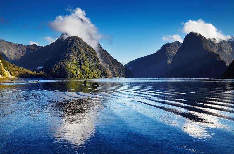 5. New Zealand. Đây là đảo quốc tại khu vực Tây Nam của Thái Bình Dương. Nơi đây có nhiều thành phố du lịch như Wellington, Queenstown, Dunedin, Christchurch, Auckland… Đất nước này phù hợp với những du khách yêu thích sự thanh bình, tĩnh lặng.