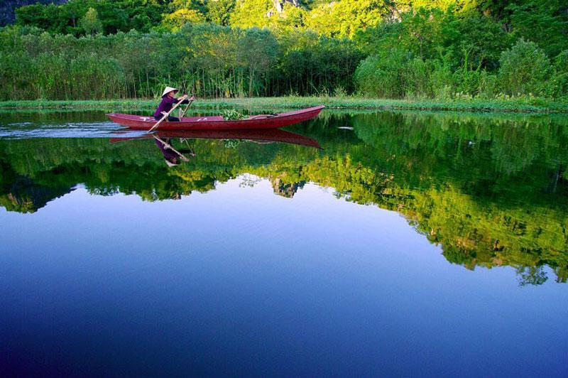 Suối Yến (Yến Vĩ) tọa lạc trong khu di tích thắng cảnh chùa Hương ở xã Hương Sơn, huyện Mỹ Đức, Hà Nội. Ảnh: Tuấn Trung.