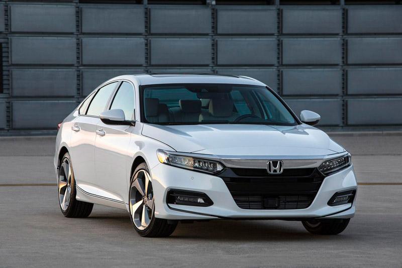 Cận cảnh Honda Accord 2018 giá từ 23.570 USD. Honda Accord 2018 vừa được bán ra tại Mỹ cách đây ít ngày với giá từ 23.570 USD (tương đương 534,69 triệu đồng). Dưới đây là những hình ảnh cận cảnh và thông số của mẫu sedan này. (CHI TIẾT)