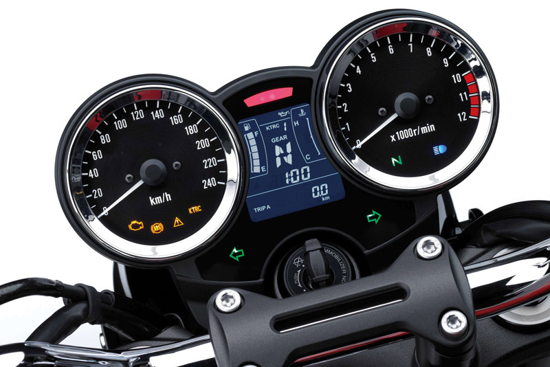 Cụm đồng hồ analog kết hợp với màn hình LCD.