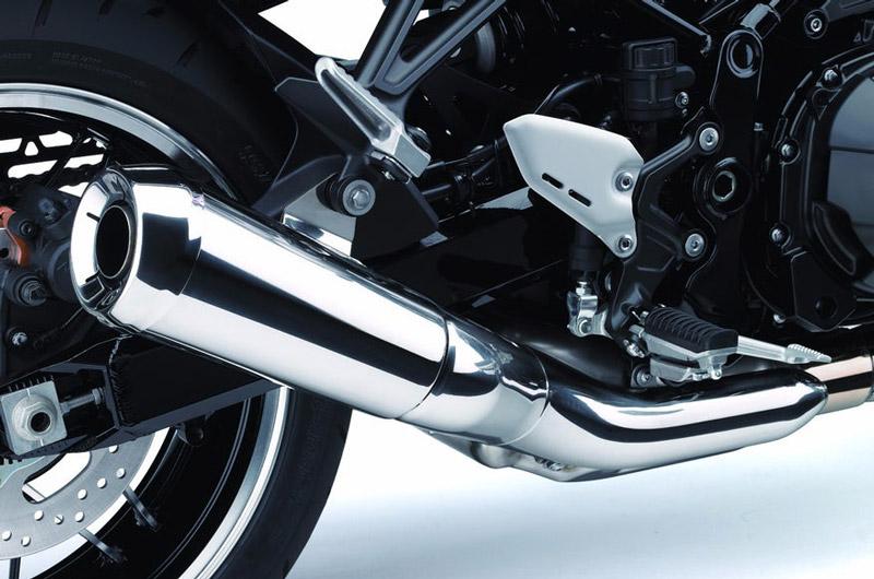 Kawasaki Z900RS dùng ống xả đơn.