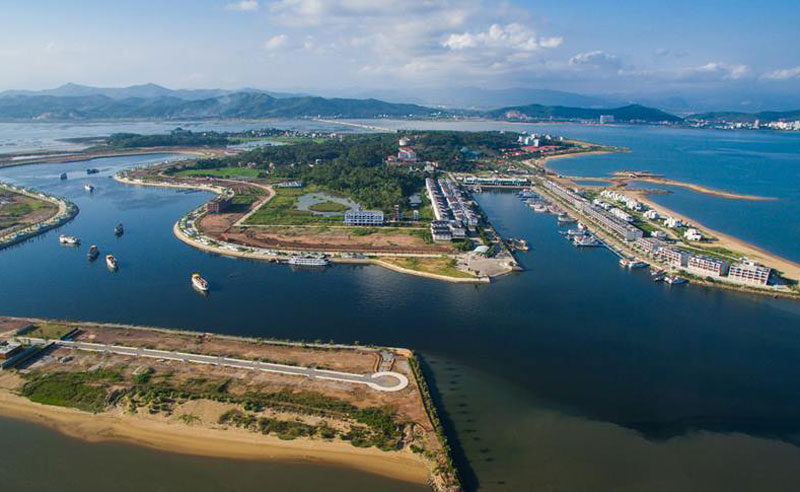 Ngoài ra, nhân viên phục vụ của cảng cũng rất lịch thiệp, nhiệt tình và hiếu khách. Ảnh: Trần Tuấn.