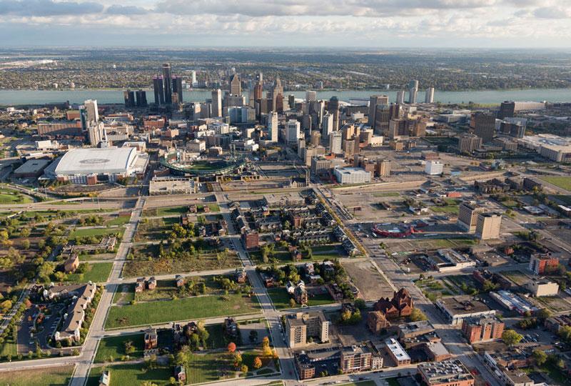 """2. Detroit. Đây là thủ phủ của quận Wayne, cũng là thành phố lớn nhất của bang Michigan, Mỹ. Thành phố này được mệnh danh là """"Paris của miền Tây. Được pha trộn giữa sự cổ kính và hiện đại, Detroit xứng đang là một trong 10 thành phố đáng ghé thăm nhất thế giới năm 2018."""