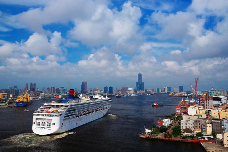 5. Cao Hùng. Là thành phố nằm tại miền Nam Đài Loan (Trung Quốc). Cao Hùng còn là trung tâm chế tạo, lọc dầu và vận tải lớn của Đài Loan. Với những nét độc đáo về văn hóa, ẩm thực cùng với khí hậu mát mẻ, dễ chịu… Cao Hùng xứng đáng là một trong những điểm tham quan hấp dẫn bậc nhất thế giới.