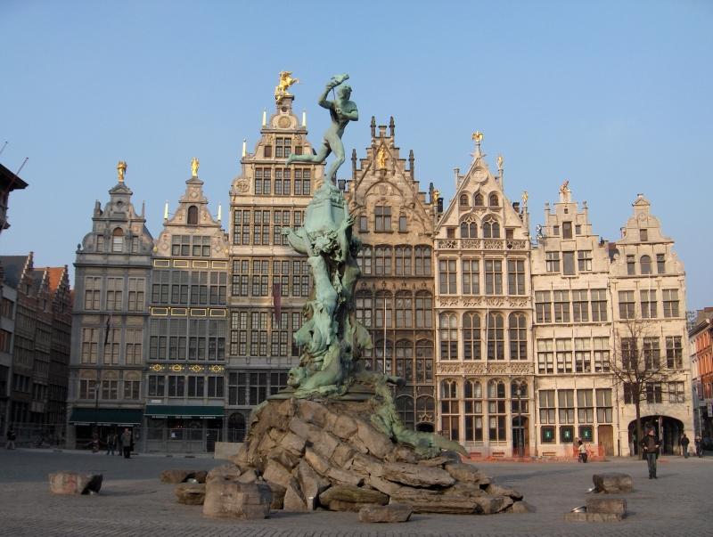 6. Antwerpen. Thành phố và thủ phủ của tỉnh Antwerpen ở Flanders, Bỉ. Antwerpen là thành phố cảng công nghiệp nhộn nhịp và một trung tâm lịch sử - nghệ thuật của Bỉ. Nó nổi tiếng với các nhà thờ tráng lệ, tòa thị chính, và nhiều tòa nhà lịch sử nổi bật khác ở trung tâm phố cổ.
