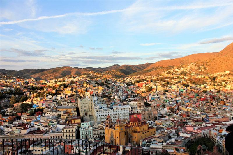 9. Guanajuato. Là thành phố thủ phủ của bang Guanajuato, nằm ở miền Trung Mexico. Đây là nơi giao thoa của nhiều nền văn hóa, chủ yếu là văn hóa bản địa và hóa thuộc địa được lưu giữ hàng trăm năm. Guanajuato có nhiều tuyến phố có một phần hoặc toàn nằm ngầm.