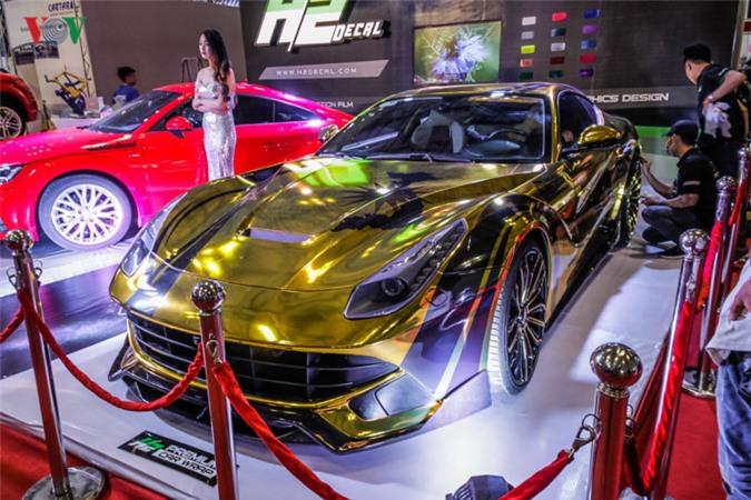 Chiêm ngưỡng Ferrari F12 Berlinetta màu vàng tại VIMS 2017.