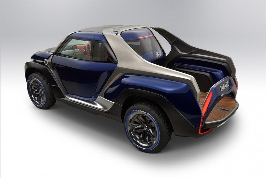 Cross Hub có kích thước chiều dài 4.490 mm, rộng 1.960 mm và cao 1.750 mm, kích thước tương đương với một số mẫu crossover hạng C như Honda CR-V hay Mazda CX-5.