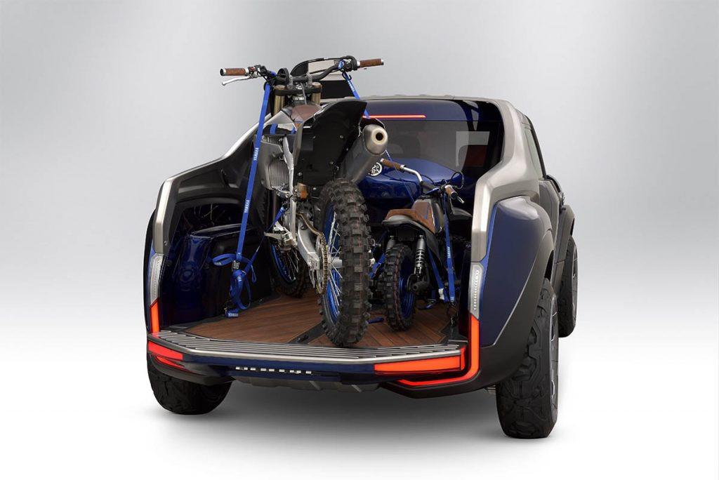 Cross Hub có thân xe ngắn nhưng rộng, phần thùng sau của chiếc xe vẫn có khả năng chở được một chiếc môtô cào cào hay xe ATV cỡ nhỏ.