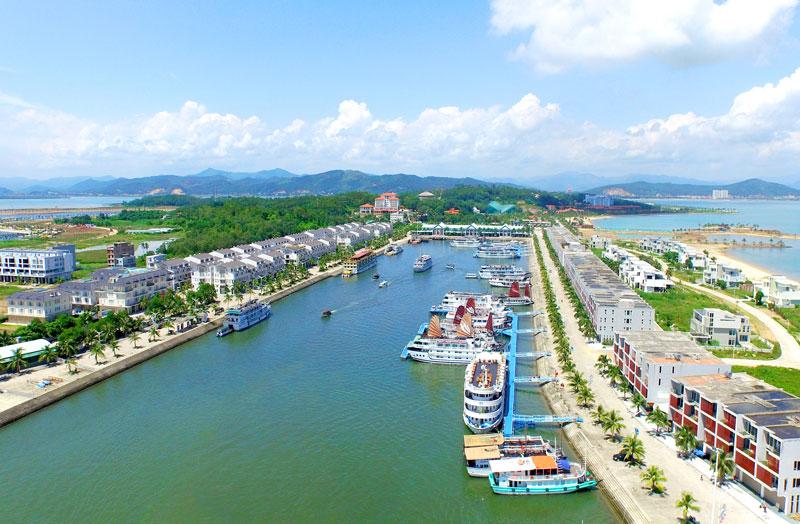Cảng tàu khách quốc tế Tuần Châu được khởi công xây dựng từ năm 2012, với tổng giá trị đầu tư lên đến hàng nghìn tỷ đồng. Ảnh: Phan Hằng.