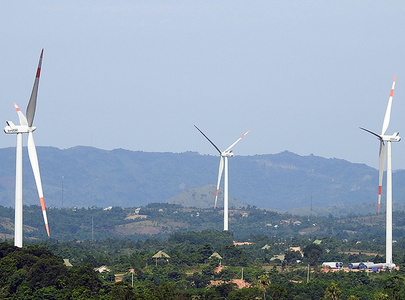 Cánh đồng điện gió ở Quảng Trị. Ảnh: H. Thanh
