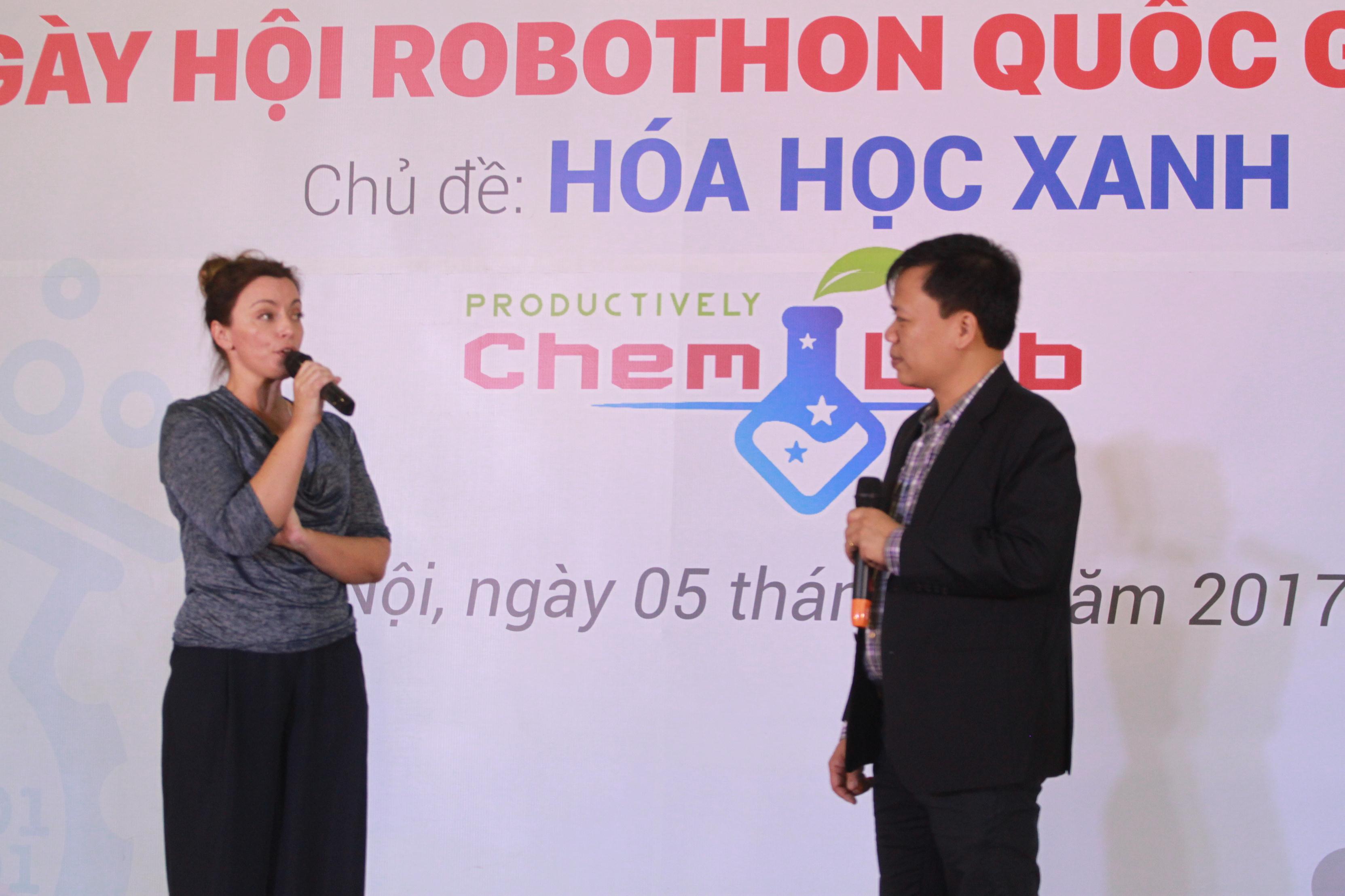 ÔngNguyễn Thế Trung- Tổng Giám đốc Công ty CP DTT Edu Spec và bà Kelly Strzepek – Innovation Champion, Đại sứ quán Australia