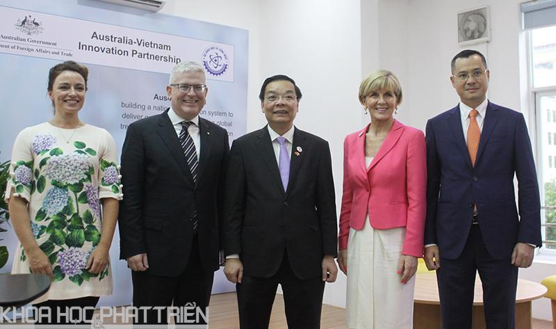 5.Lãnh đạo Bộ KH&CN và đại diện phía Australia chụp ảnh kỷ niệm sau khi chương trình kết thúc