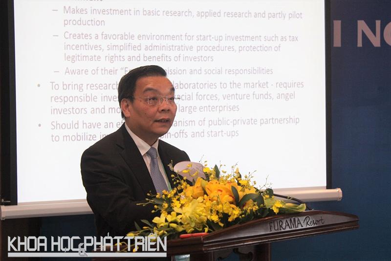 Bộ trưởng Bộ KH&CN Chu Ngọc Anh trình bày tham luận tại phiên 3 các hội thảo chuyên đề của Hội nghị Thượng đỉnh Kinh doanh Việt Nam 2017. Ảnh: Lê Tuyết