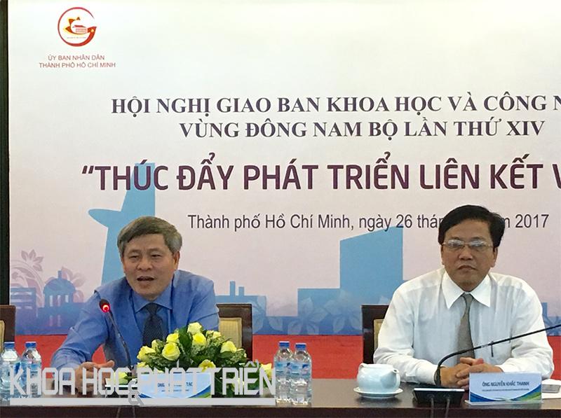 Thứ trưởng Bộ Khoa học và Công nghệ Phạm Công Tạc (trái).
