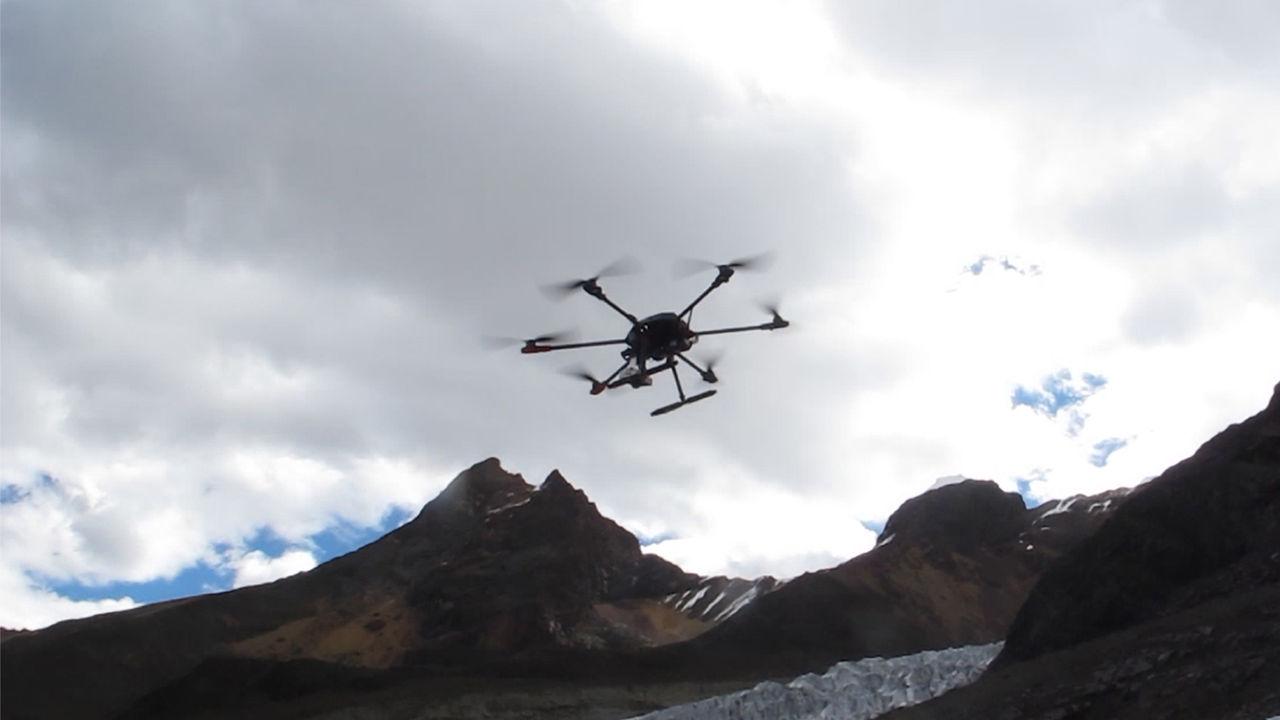 Sử dụng máy bay không người lái để nghiên cứu địa chất tại những khu vực có độ cao lên tới 5.000 m. Ảnh: Science