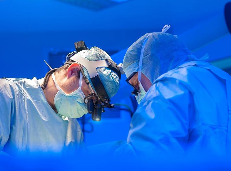 Các ca mổ tim vào buổi chiều dường như an toàn hơn. Ảnh: Getty Images