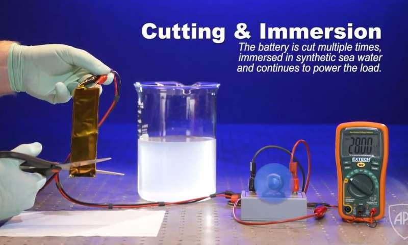 Thử nghiệm cắt rời một phần pin Li-ion khi đang hoạt động