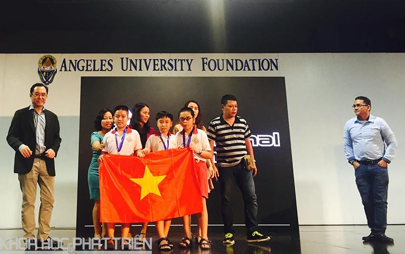 Trường Trung học Nguyễn Du tham gia cuộc thi.