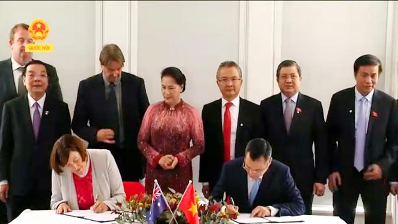 Lễ ký kết Kế hoạch hành động về hợp tác khoa học và công nghệ Việt Nam-Australia giữa Bộ Khoa học và Công nghệ và Tổ chức Nghiên cứu Khoa học và Công nghiệp liên bang (CSIRO) dưới sự chứng kiến của Chủ tịch Quốc hội Nguyễn Thị Kim Ngân và lãnh đạo một số bộ, ngành, đơn vị của 2 nước.