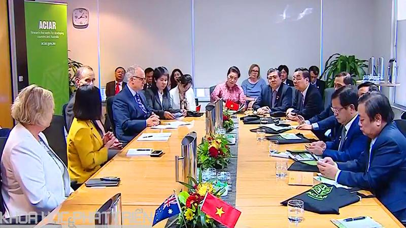 Chủ tịch Quốc hội Nguyễn Thị Kim Ngân làm việc tại Trung tâm Nghiên cứu Nông nghiệp Quốc tế Australia (ACIAR)
