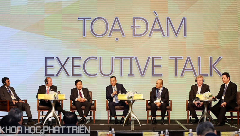 Các đại biểu chia sẻ thông tin tại tọa đàm trong khuôn khổ sự kiện hội thảo - triển lãm.