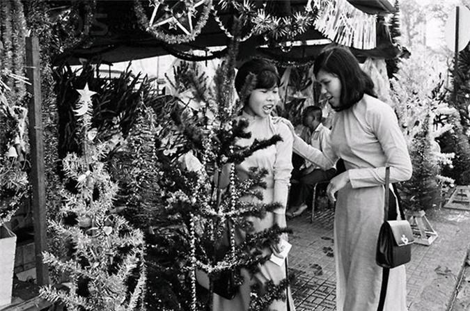 Anh cuc doc ve Giang sinh Sai Gon truoc 1975-Hinh-3
