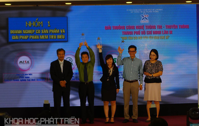 Trao giải thưởng cho nhóm doanh nghiệp có sản phẩm và giải pháp phần mềm tiêu biểu