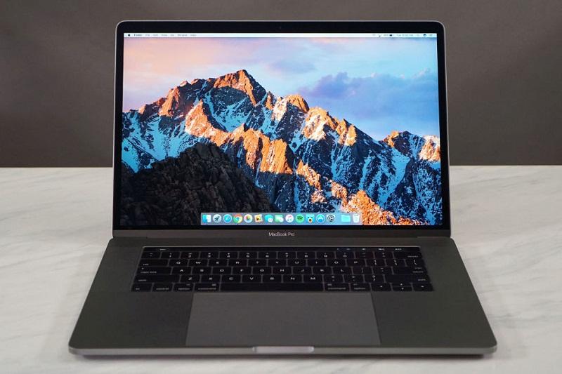 10. Apple MacBook Pro (15 inch 2017, có Touch Bar) (thời lượng pin: 10 giờ 43 phút).