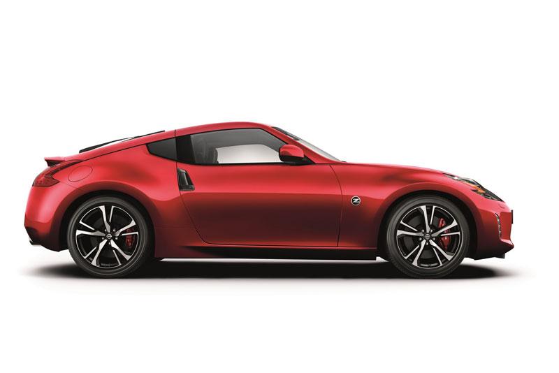 5. Nissan 370Z 2018 (giá khởi điểm: 29.990 USD).