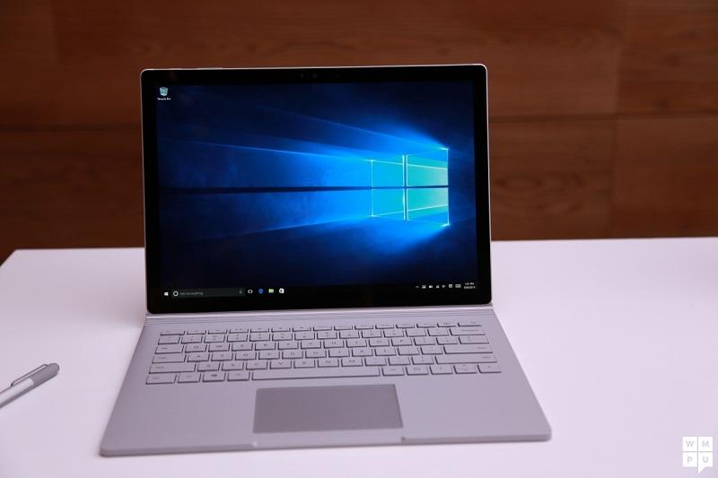 6. Microsoft Surface Book (2016) (thời lượng pin: 11 giờ 49 phút).