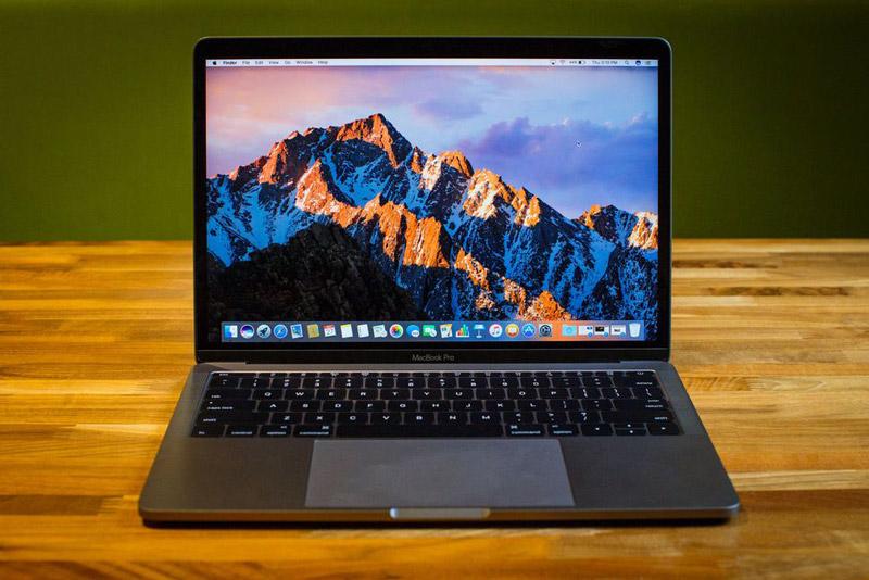 7. Apple MacBook Pro (13 inch, 2016) (thời lượng pin: 11 giờ 36 phút).