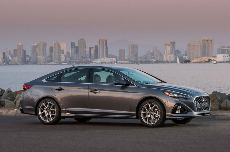 5. Hyundai Sonata 2018 (giá khởi điểm: 27.400 USD).