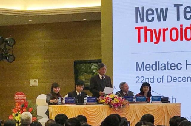 Các đại biểu tham luận tại hội thảo.