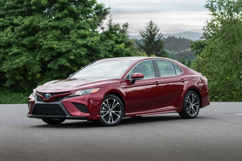 7. Toyota Camry 2018 (giá khởi điểm: 23.500 USD).